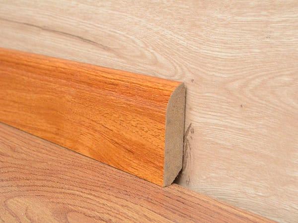 Battiscopa-in-legno-massello-bologna